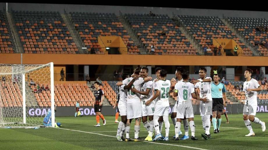 Pemain Melaka meraikan jaringan ketika bertemu PKNS FC. FOTO NSTP