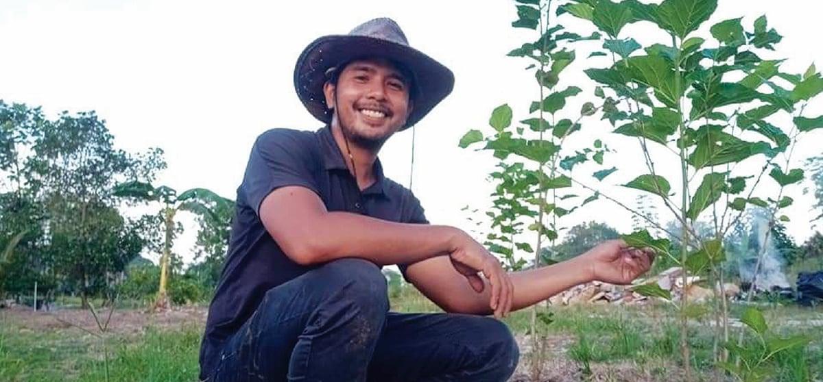SAQDAM, anak muda yang berkecimpung dalam penanaman pokok mulberi.