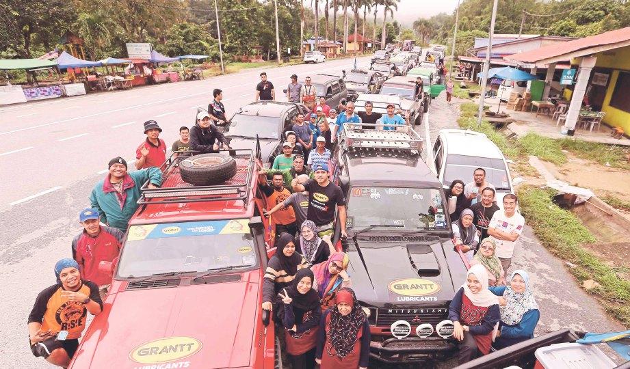 SEBAHAGIAN peserta konvoi 4x4 sebelum bergerak ke Kampung Mambong.