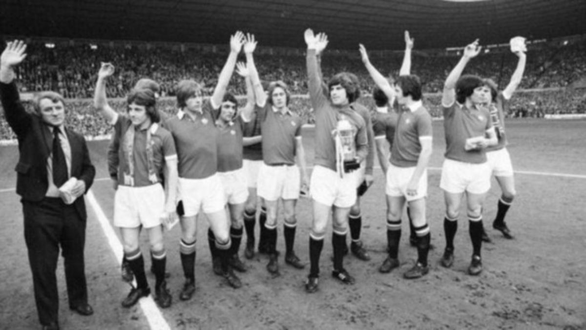DOCHERTY membawa United muncul juara Piala FA 1977 dengan menewaskan Liverpool. FOTO Agensi