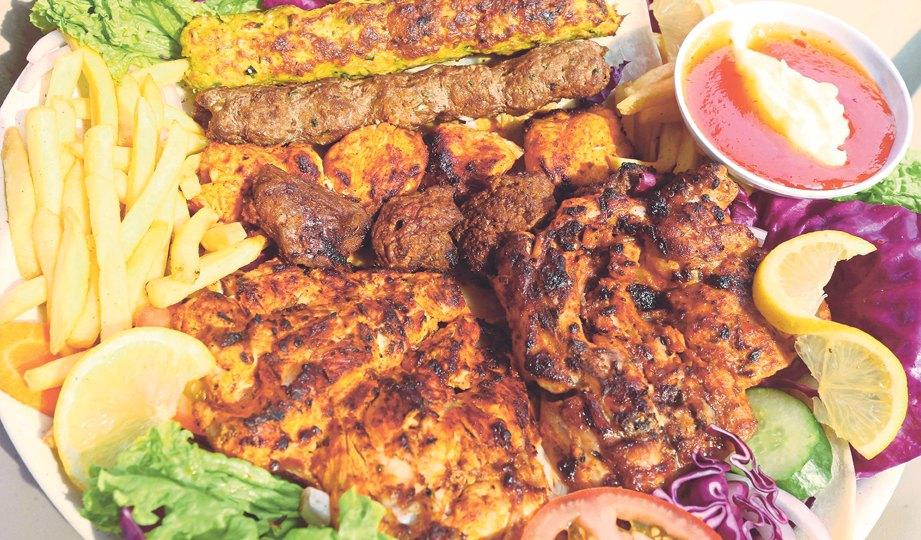 YAMAN Chef Mix Grilled menawarkan variasi menu dalam satu hidangan.