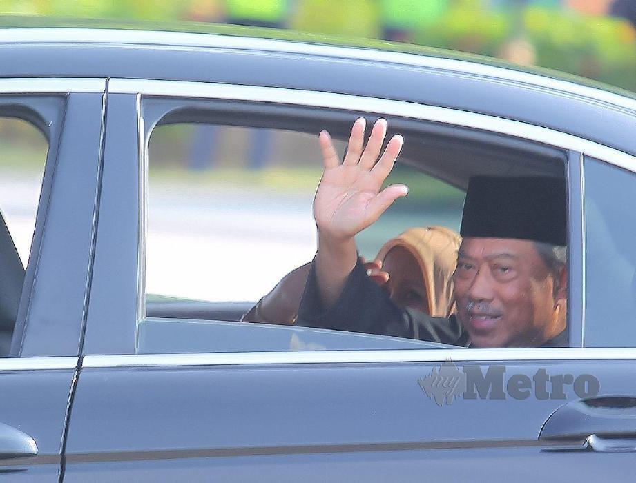 Muhyiddin keluar dari Istana Negara. FOTO NSTP