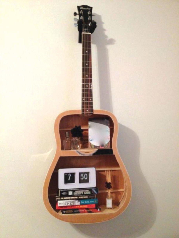 MANFAAT gitar rosak jadi perabot unik.