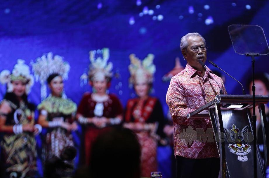 MUHYIDDIN menyampaikan ucapan pada Sambutan Hari Malaysia 2020 di Stadium Tertutup Sibu. FOTO Nadim Bokhari
