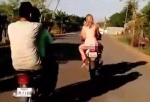 Penunggang Bogel Di Kemboja