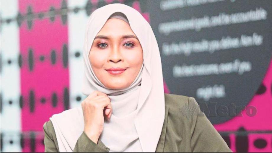 NANA tak perlu lagi pakai cermin mata atau kanta lekap selepas menjalani pembedahan lasik. FOTO Instagram Siti Nordiana