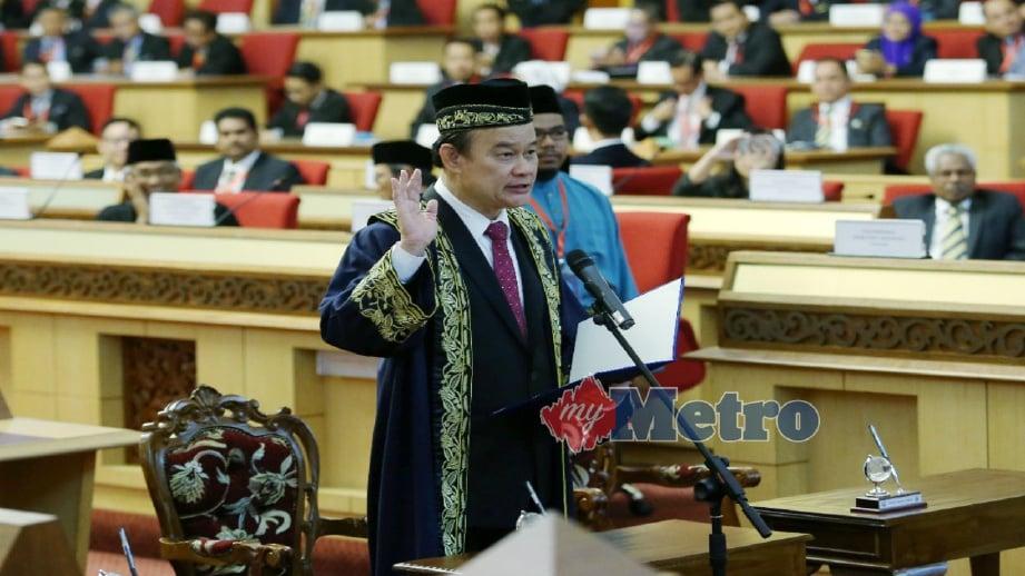 KOO Ham mengangkat sumpah sebagai Speaker DUN Perak, hari ini. FOTO Abdullah Yusof