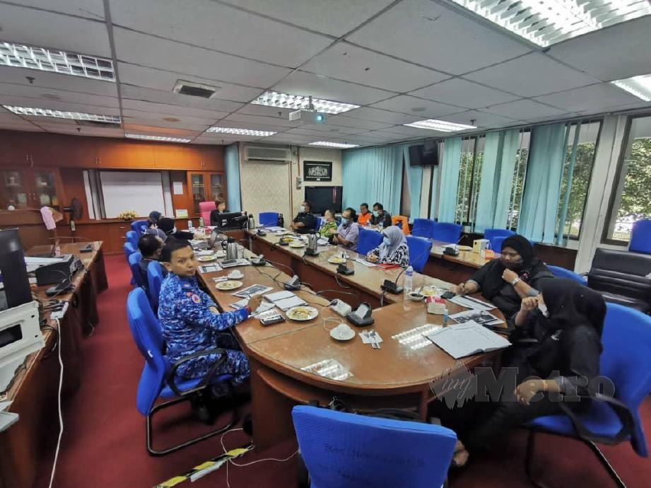 NICOLE Tan mempegerusikan mesyuarat mengenai gelandangan. FOTO Mohd Amin Jalil
