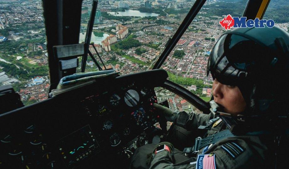 JURUTERBANG TUDM dari No 3 Skuadron Butterworth, Mejar Nuradlina Ab Manah mengendalikan Nuri. FOTO Muhammad Sulaiman