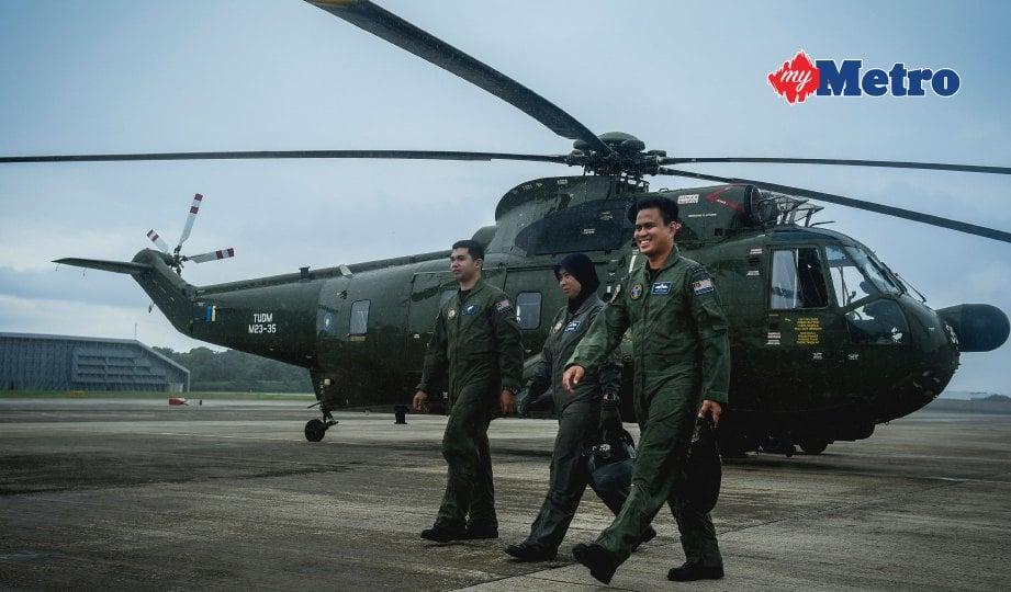 DARI kiri, juruterbang TUDM dari No 3 Skuadron Butterworth   Mejar Nuradlina Ab Manah, Kuartermaster Udara Operasi, Sarjan Udara Ahmad Syazwan Saidun dan Pemeriksa Helikopter, Mejar Abang Raduan Abang Madihi. FOTO Muhammad Sulaiman