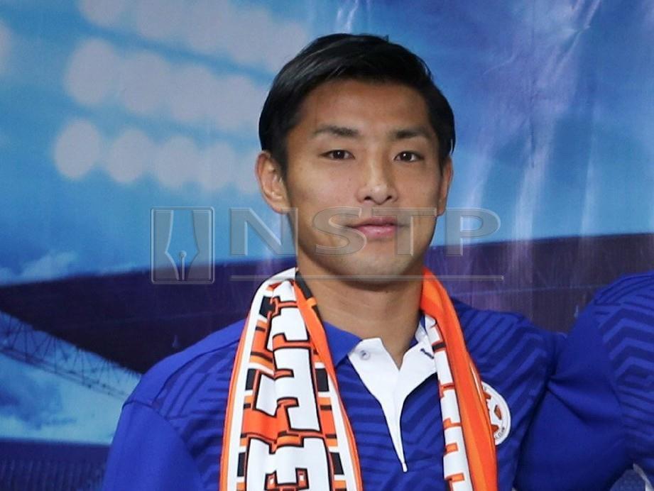 KEI Ikeda pada majlis memperkenalkan dan menandatangan pemain import import Felda United musim 2019, semalam. FOTO Rosela Ismail
