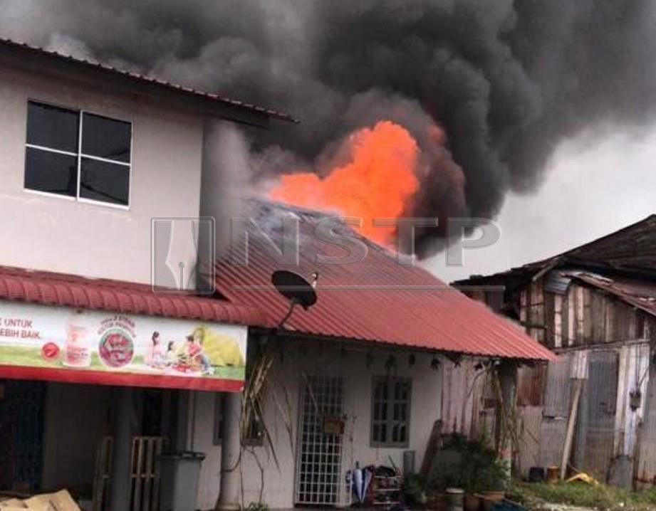 Rumah mangsa yang terbakar hari ini. FOTO Ihsan Bomba