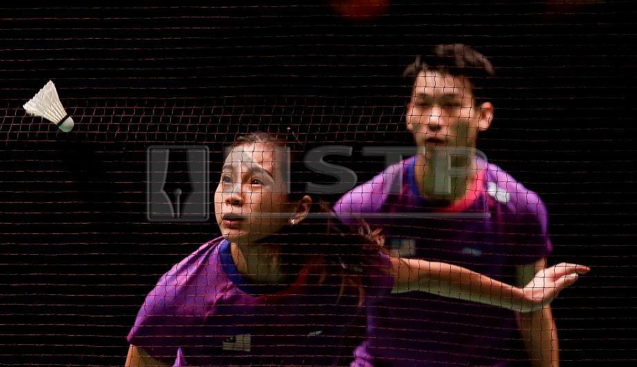AKSI Chan Peng Soon dan Goh Liu Ying menentang beregu campuran Jepun, Yuta Watanabe dan Arisa Higashino pada perlawanan separuh akhir Kejuaraan Perodua Malaysia Masters 2019 di Axiata Arena Bukit Jalil. FOTO Luqman Hakim Zubir