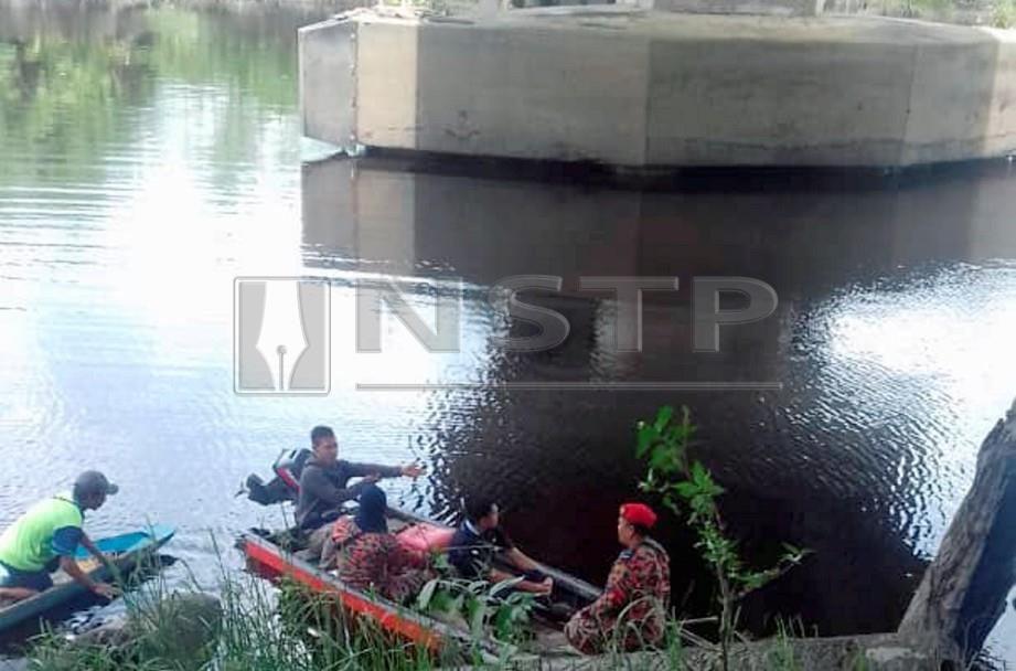 PASUKAN Penyelamat meneruskan operasi mencari dan menyelamat (SAR) bagi mengesan mayat mangsa. FOTO Khalid Latip