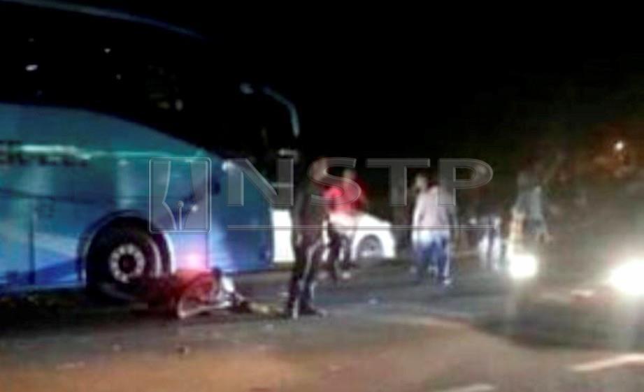 Patiah Hamzah, 54 maut selepas terbabit dalam kemalangan dengan bas ekspres di Jalan Tanah Merah-Gua Ipoh di Kampung Kubang Gali. FOTO Ihsan Pembaca.