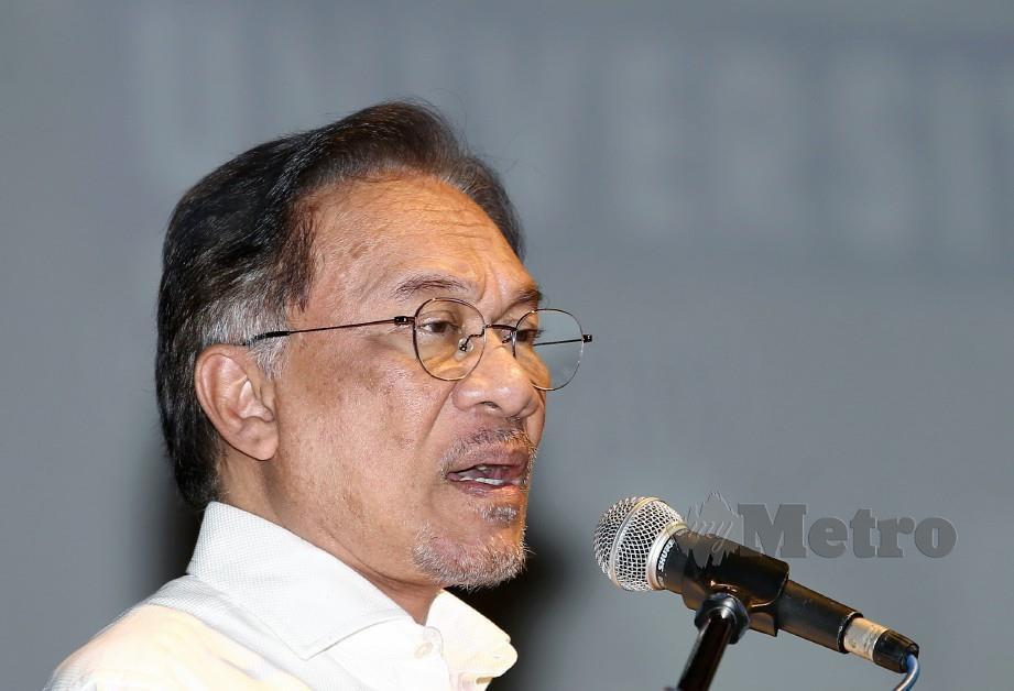 Anwar menegaskan MB Johor milik BERSATU. FOTO Eizairi Shamsudin