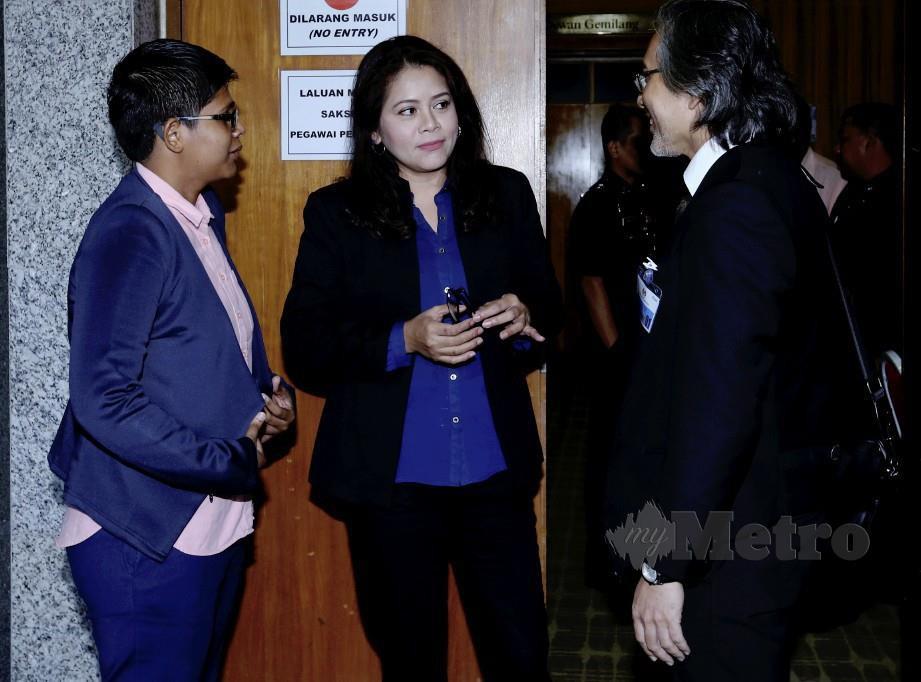 Aliza Shah (kiri) bersama Farrah Naz dan PeguamDatuk M Reza Hassan pada sesi pendengaran awam RCI hari ini. FOTO Ahmad Irham Mohd Noor