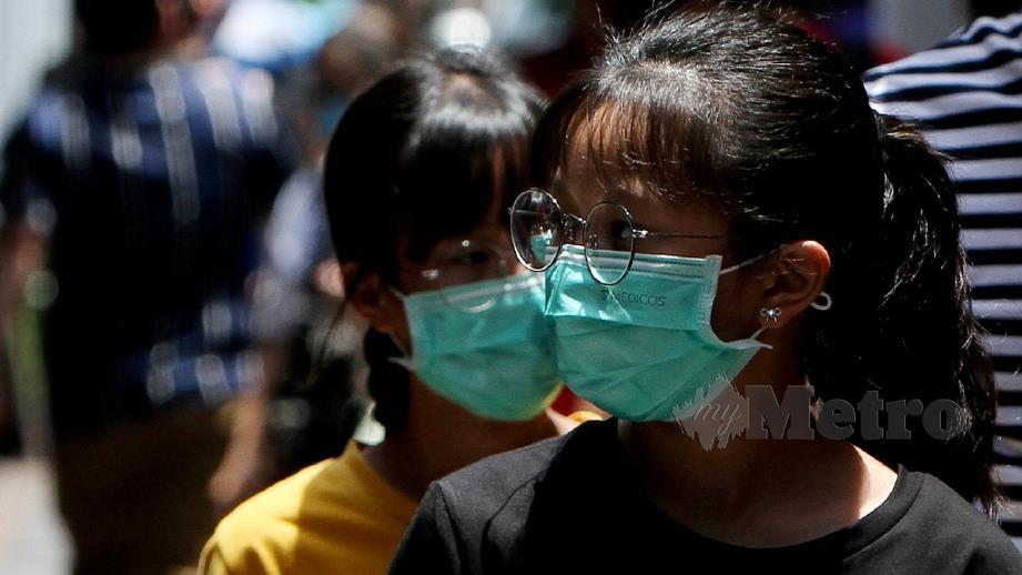 KERAJAAN menetapkan harga siling baharu bagi penutup hidung dan mulut atau topeng muka adalah RM1.50 seunit berkuat kuasa 1 April 2020. FOT Bernama