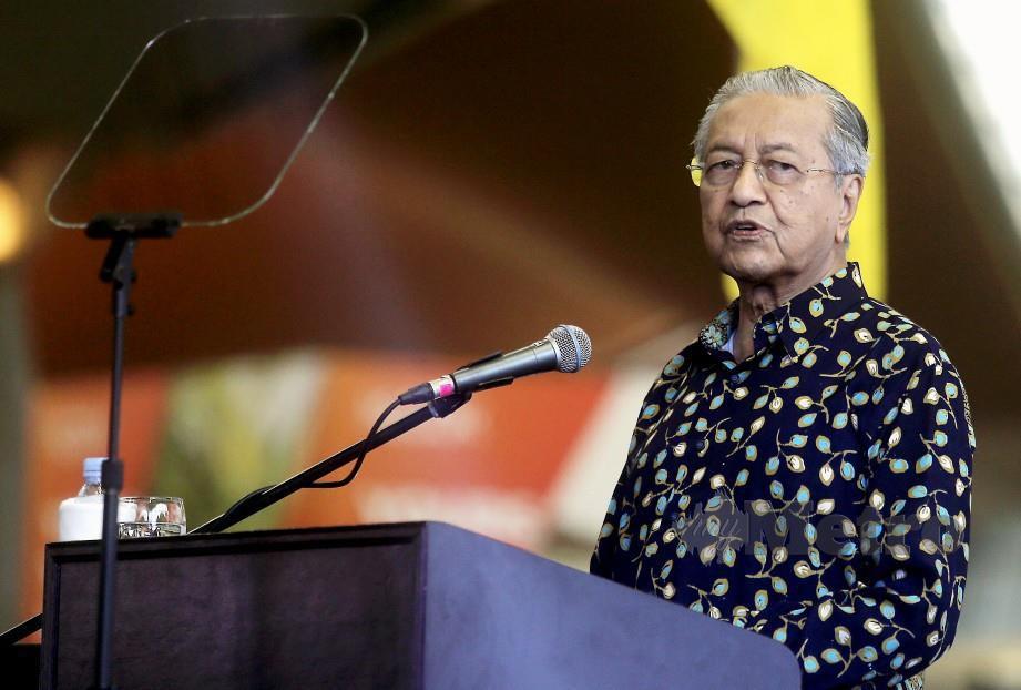 DR Mahathir tidak sanggup diperalatkan. FOTO Arkib NSTP.