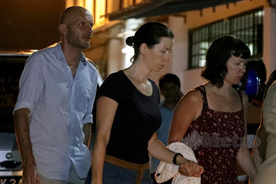 AHLI keluarga Nora Anne tiba di Hospital Tuanku Jaafar, Seremban. FOTO Reuters