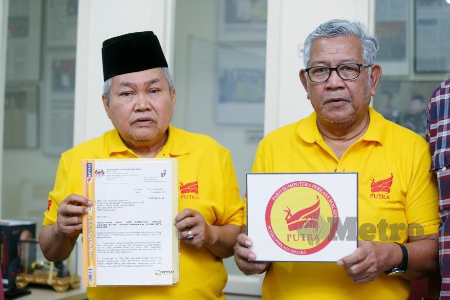 IBRAHIM (kiri) bersama Bendahari Parti Bumiputera Perkasa Malaysia (PUTRA), Hamzah Zainuddin selepas sidang media Parti Bumiputera Perkasa Malaysia (PUTRA). FOTO Rohanis Shukri