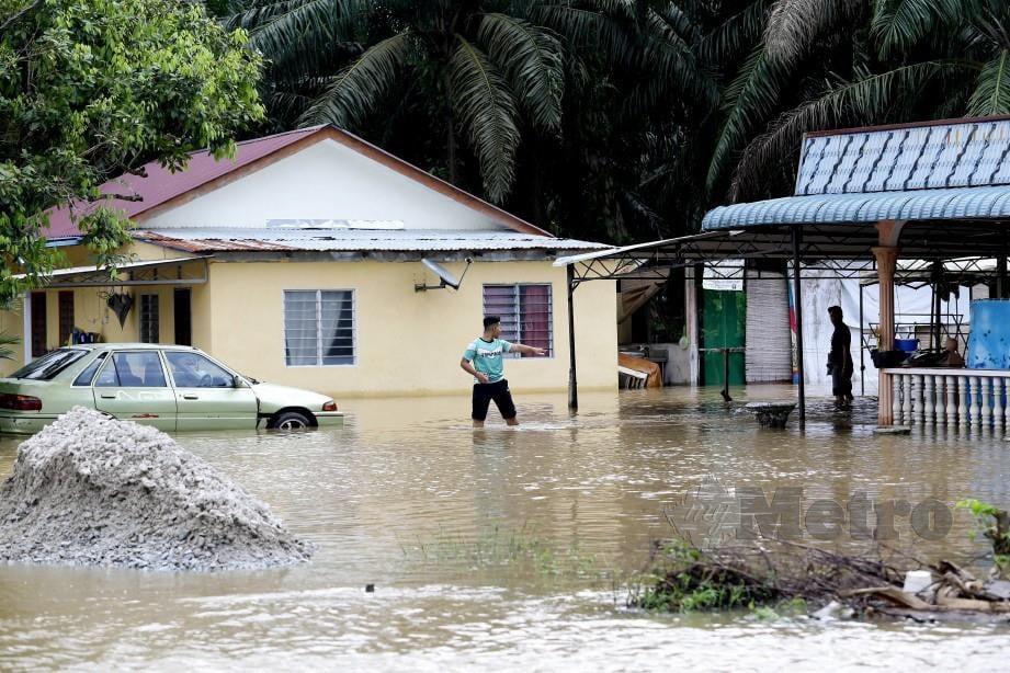Keadaan banjir di Kampung Parit Mahang, Kuala Selangor hari ini. FOTO Roslin Mat Tahir