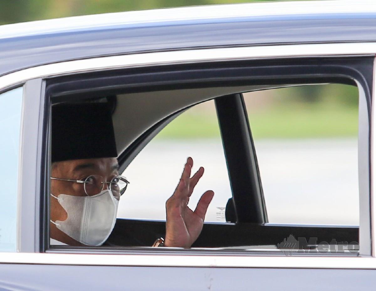 AL-SULTAN Abdullah berangkat keluar dari Istana Negara selepas perbincangn khas Raja-Raja Melayu. FOTO Aswadi Alias