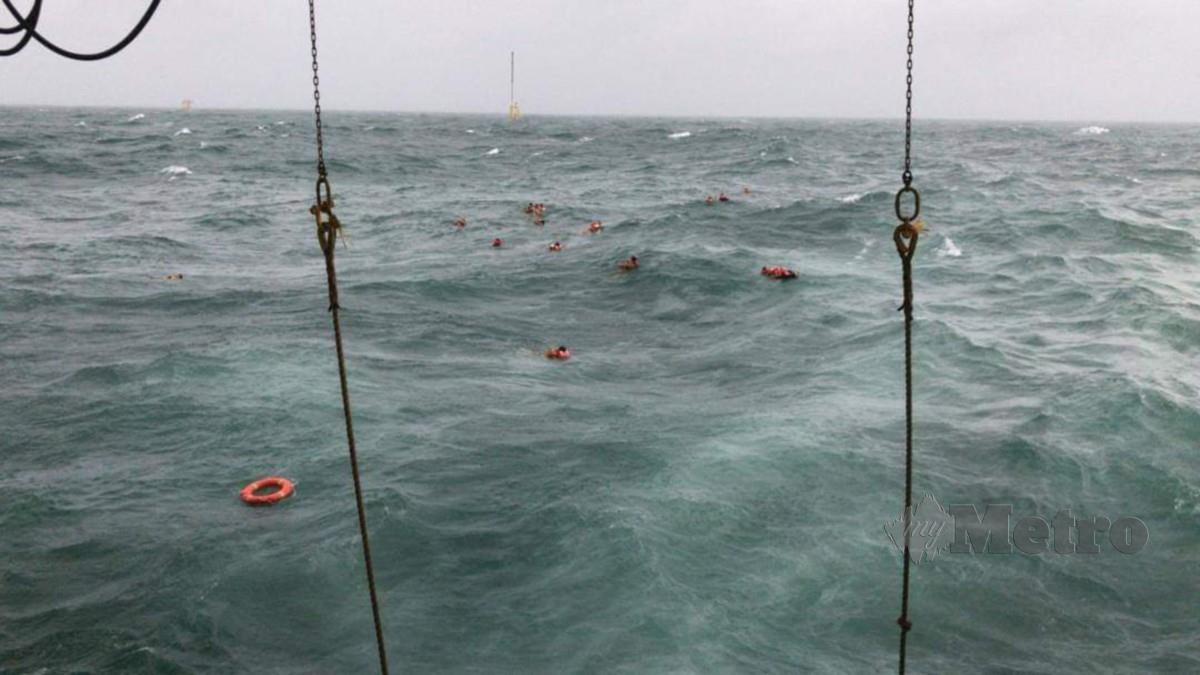 125 anak kapal Dayang Topaz terjun ke laut dan seorang meninggal dunia. FOTO ihsan APMM