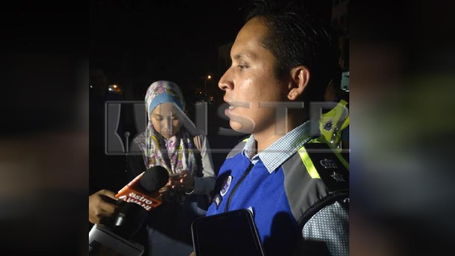 MOHD Iqbal mengulas mengenai penemuan toto ada kesan darah pada sidang media, malam ini. FOTO Zuliaty Zulkiffli