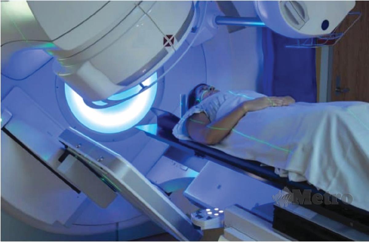 RAWATAN radioterapi untuk membunuh dan menghalang sel barah merebak ke anggota badan lain.