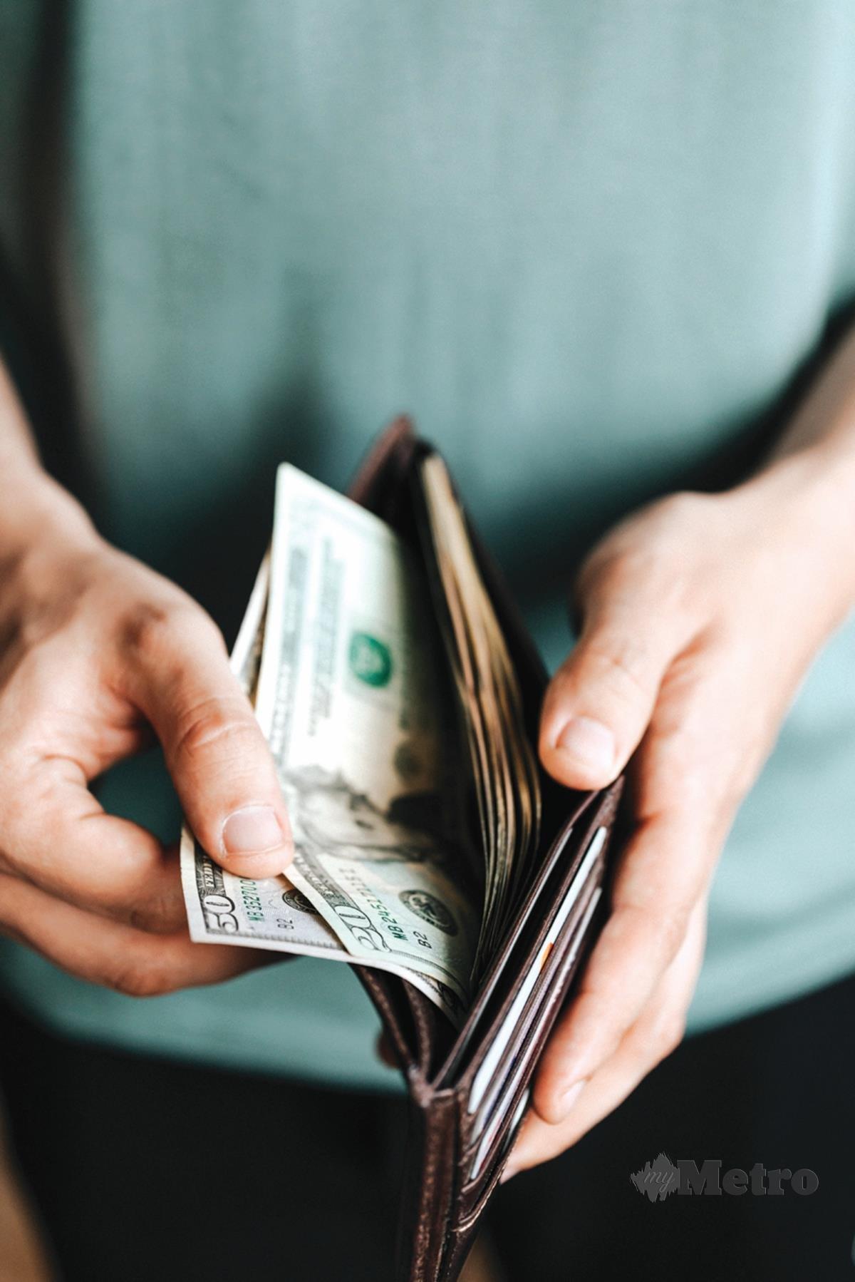 PEMBELI berdepan risiko rugi kerana tiada jaminan untuk mendapatkan semula wang.