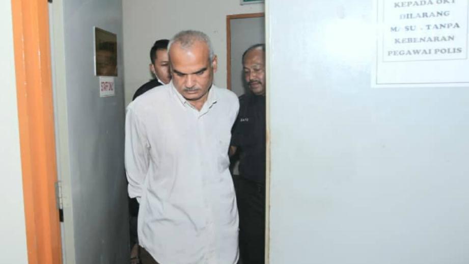 TERTUDUH dibawa ke mahkamah, hari ini. FOTO Eizairi Shamsudin