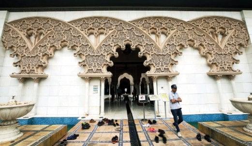 UKIRAN gerbang di pintu masuk Private Zone adalah replika Aljaferia Palace di Zaragoza.