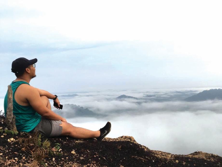 PANORAMA 'awan karpet' dari atas Bukit Panorama yang memukau.
