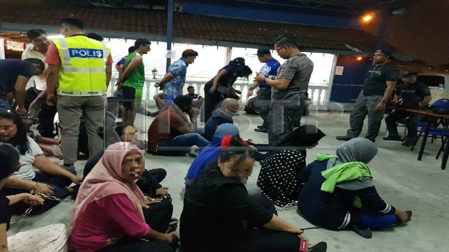 Antara PATI yang ditahan Operasi Bersepadu Cegah Jenayah di flat Flora Damansara, Petaling Jaya. FOTO Nurul Hidayah Bahaudin