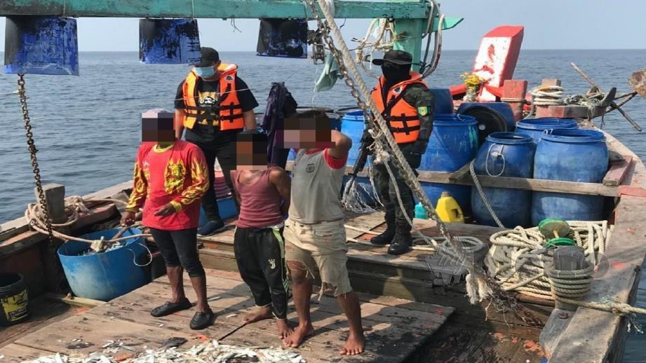 Antara PATI yang ditahan dalam Op Benteng di perairan Selangor. Foto Ihsan PDRM