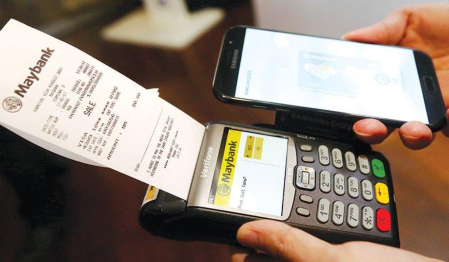 SISTEM Samsung Pay yang dipasang dalam telefon.