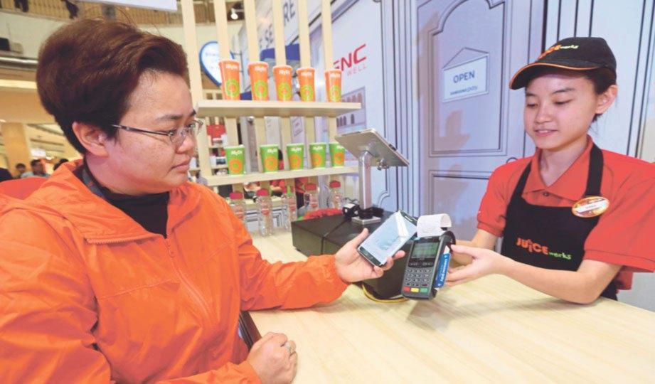 SAMSUNG Pay kini boleh digunakan pengguna telefon pintar Samsung di Malaysia.