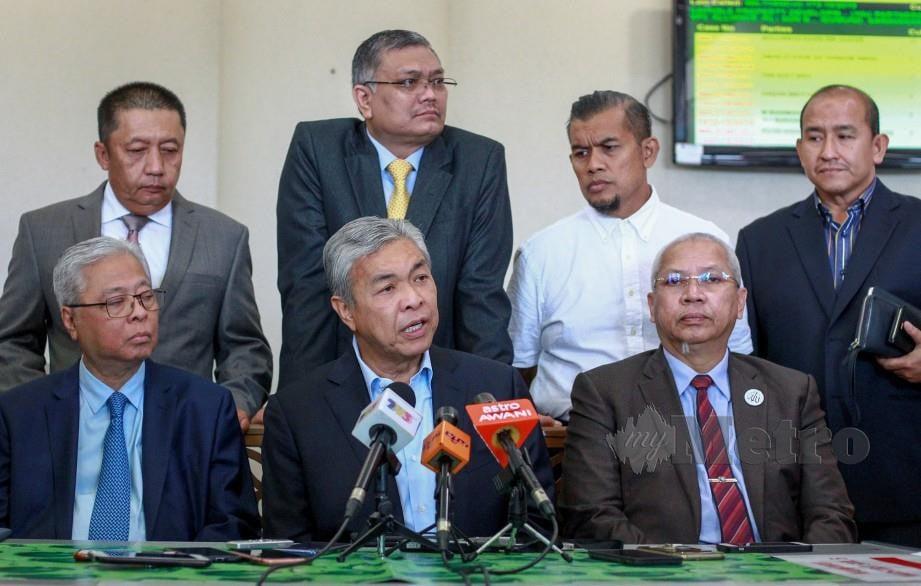 DR Ahmad Zahid dan pemimpin UMNO pada sidang media, hari ini. FOTO Asyraf Hamzah.
