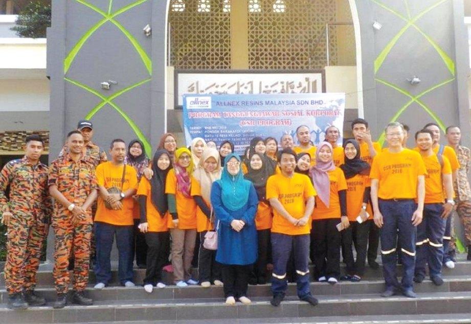 SUKARELAWAN yang terbabit dengan CSR Allnex Resins Malaysia di Pondok Barakatul Qodiri.