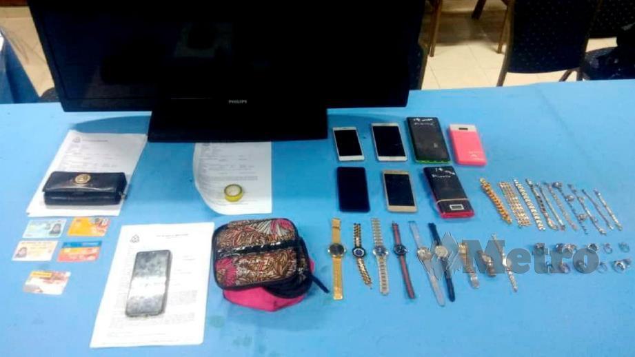 Antara barang kes pecah rumah yang dirampas daripada pasangan suspek di Kampung Seri Nering, Jertih. Foto Ihsan PDRM