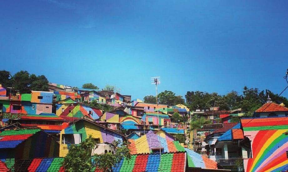 MENURUT Slamet, dia mendapat ilham untuk mencantikkan kampung itu dari perkampungan lain yang turut menjalani transformasi.