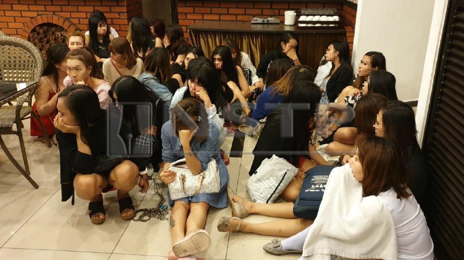 SEBAHAGIAN daripada 31 wanita warga asing yang ditahan Jabatan imigresen Malaysia Kuala Lumpur kerana terbabit dalam kegiatan pelacuran di hotel di Jalan Sungai Besi, Kuala Lumpur, malam tadi. FOTO ihsan imigresen.