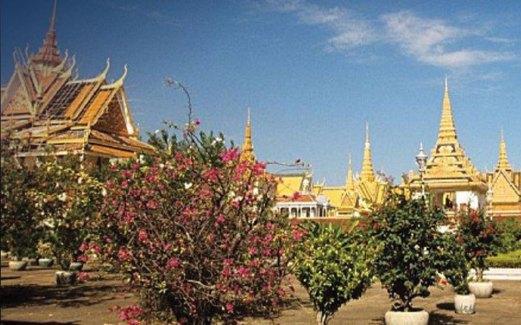 ISTANA Diraja di Phnom Penh antara tarikan utama di bandar itu.