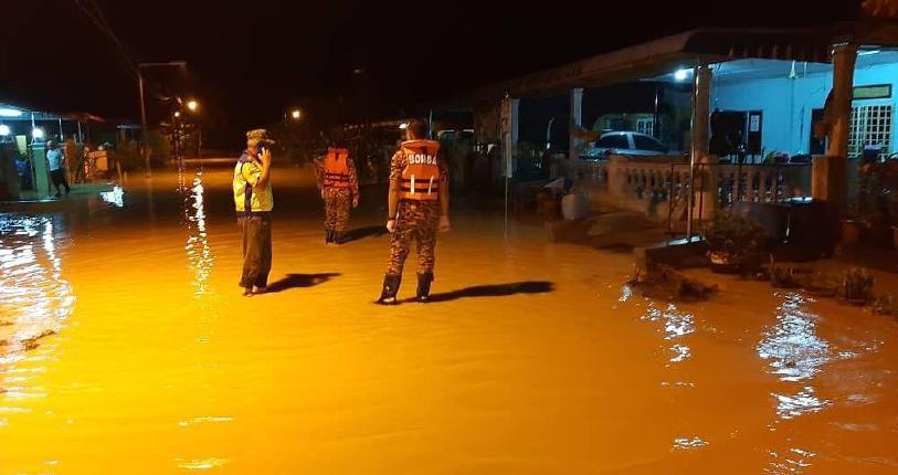 Beruas dilanda banjir | Harian Metro