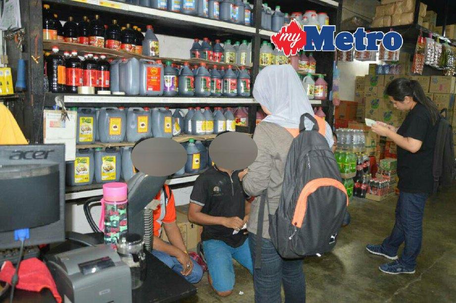 Antara warga asing yang diperiksa di Pasar Besar Klang, hari ini. FOTO ihsan Jabatan Imigresen Selangor
