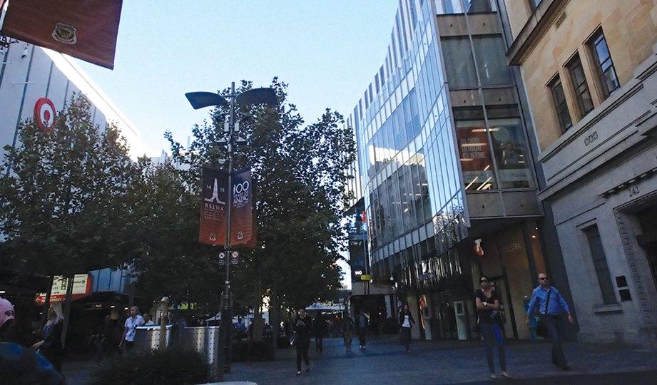 SUASANA di Murray Street yang terletak di tengah bandar Perth.