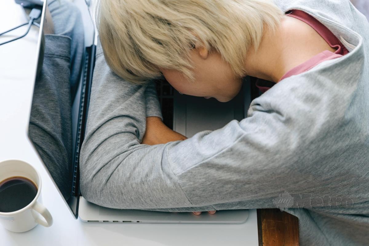 TEKANAN untuk mengambil peperiksaan boleh menggangu emosi anak-anak.