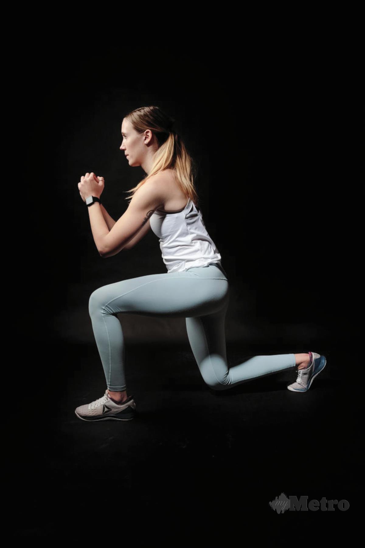 LATIHAN lunges amat membantu membentuk kaki yang cantik.
