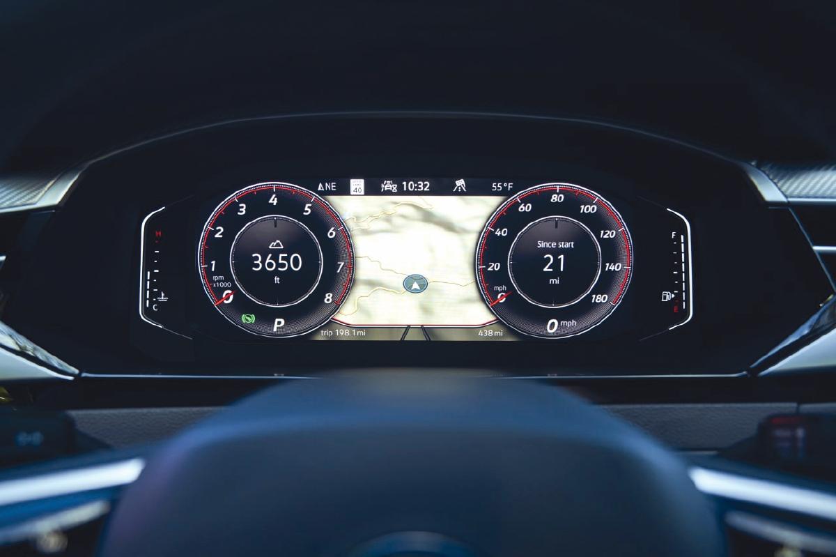 KOKPIT Digital pemandu bersaiz 11.7 inci.